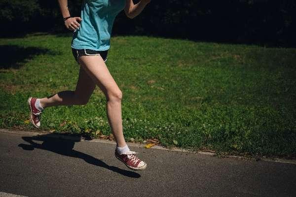 150427_lowpowea_training_jogging_josei_namaasi