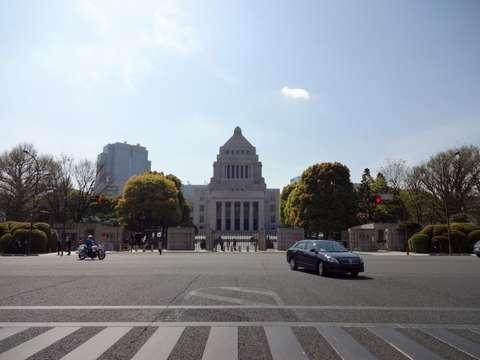 150617_18sai_senkyoken_seijinnnenrei_kokkaigijidou
