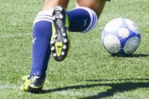 サッカースパイクの選び方|芝と土|スタッドの形|天然皮革は人工皮革よりも上?