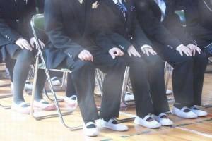 小学校の卒業式で男子の服装は?お金を掛けず見栄え良く|靴はどうする?