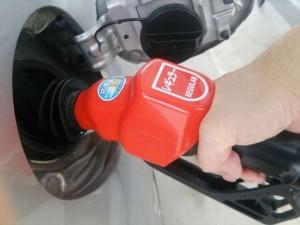 セルフガソリンスタンドちょろちょろ給油で節約?早朝はお得?何度も止めるとたくさん入るって本当?