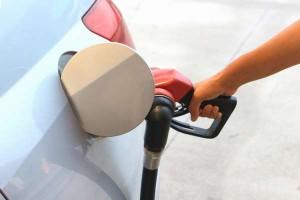 セルフスタンドの継ぎ足し給油|オートストップの仕組み|追加で入るガソリン量は?