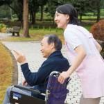 介護職の給料は低いけど平均いくら?上がった?8万円昇給!